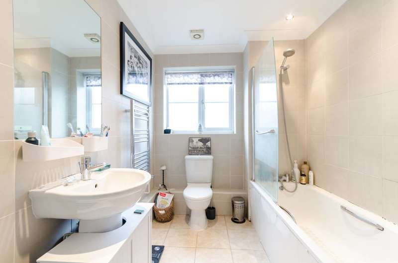 2 Bedrooms Maisonette Flat for sale in Palace Road, Crystal Palace, SE19