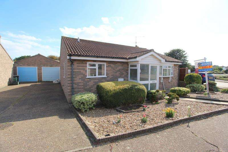 2 Bedrooms Bungalow for sale in Brian Bishop Close, Walton-On-The-Naze