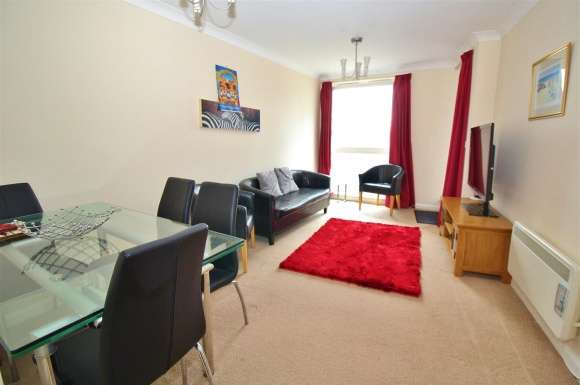 2 Bedrooms Apartment Flat for sale in Crown Heights, Basingstoke