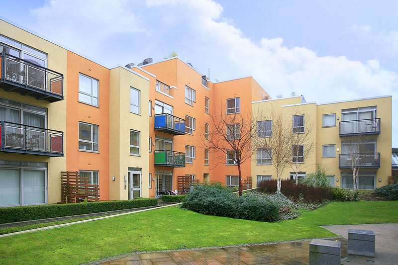 2 Bedrooms Flat for sale in Holly Court, Greenwich Millennium Village, SE10
