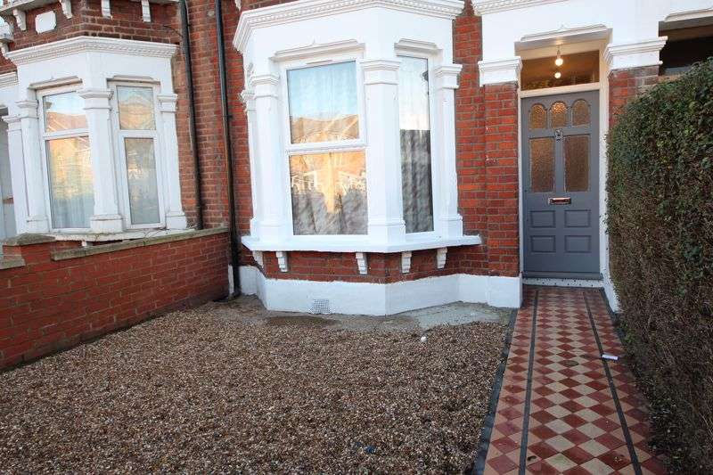 4 Bedrooms Property for sale in Staines Road, Ilford