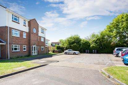 2 Bedrooms Flat for sale in Carisbrooke Green, Gosport, Hampshire