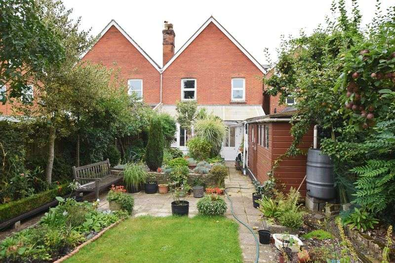 4 Bedrooms Property for sale in Alton, Hampshire