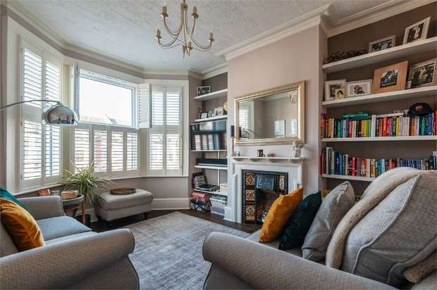 3 Bedrooms Flat for sale in Howard Road, Walthamstow, London