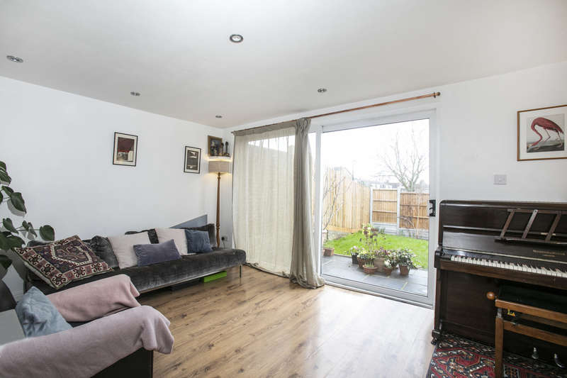 3 Bedrooms Terraced House for sale in Coombe Road, Sydenham