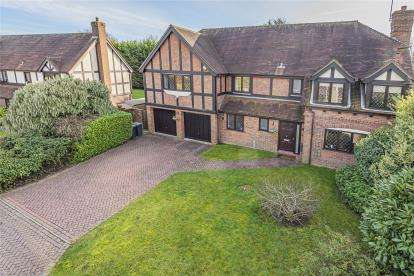 5 Bedrooms Detached House for sale in Farrington Place, Chislehurst