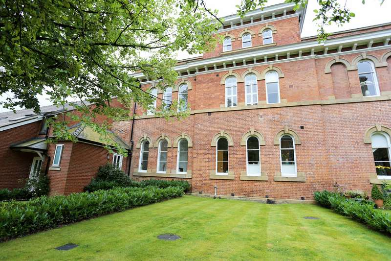 4 Bedrooms Semi Detached House for sale in Houseman Crescent, West Didsbury, Manchester, M20