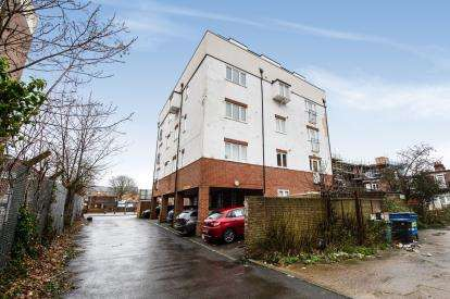 2 Bedrooms Flat for sale in Cosham, Portsmouth, Hampshire