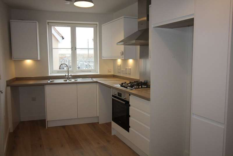 2 Bedrooms Flat for rent in Moulsham Street, Chelmsford, Essex, CM2 0LG