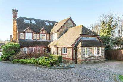 7 Bedrooms Detached House for sale in Avonstowe Close, Orpington, Kent