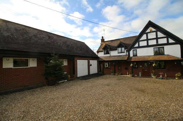 4 Bedrooms Detached House for sale in Astwood Lane, Redditch, Worcestershire, B96 6PT