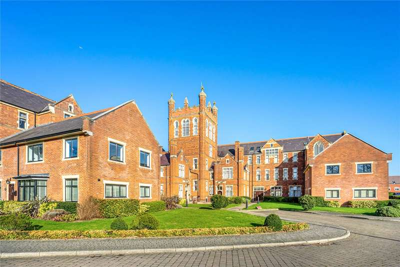 2 Bedrooms Flat for sale in J F K House, Royal Connaught Drive, Bushey, WD23