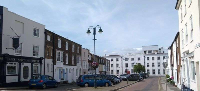 2 Bedrooms Property for sale in High Street, Deal