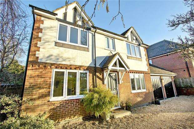 4 Bedrooms Detached House for sale in Kempshott Grove, Basingstoke, Hampshire
