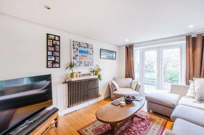 2 Bedrooms Flat for sale in Pepys Road, Telegraph Hill, SE14