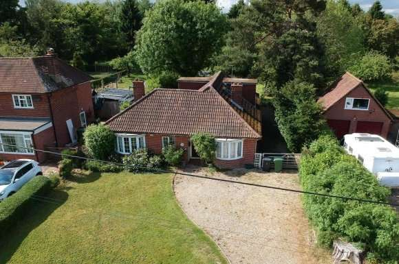 4 Bedrooms Property for sale in Bramley Road, Pamber End, Tadley