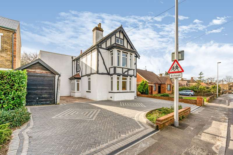 4 Bedrooms Detached House for sale in Walderslade Road, Chatham, Kent, ME4