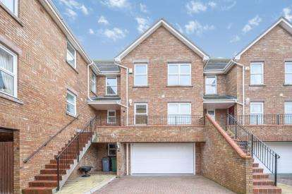 4 Bedrooms Town House for sale in Seabank Court, 178 Banks Road, Wirral, Merseyside, CH48