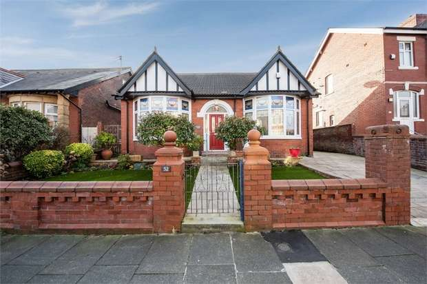 4 Bedrooms Detached Bungalow for sale in Gloucester Avenue, Blackpool, Lancashire