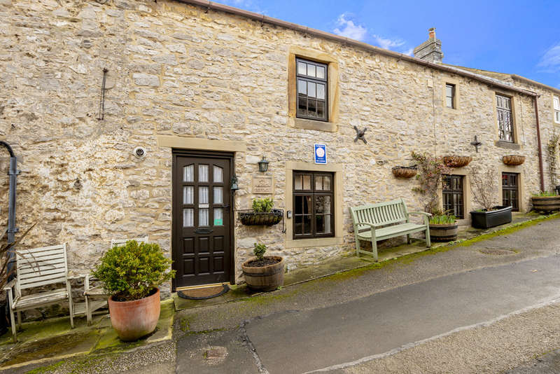 3 Bedrooms Terraced House for sale in Main Street, Great Longstone, Bakewell