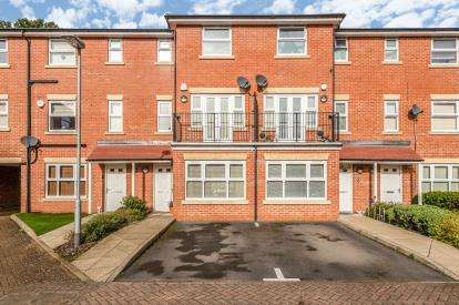 4 Bedrooms Terraced House for sale in Walton Road, Bushey, Hertfordshire, .