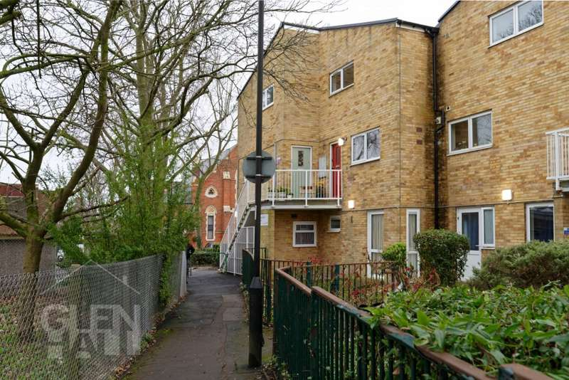 2 Bedrooms Apartment Flat for sale in Massey Close, Arnos Grove, London, N11