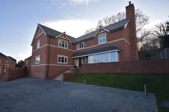 5 Bedrooms Property for sale in Wychwood Close, Marford, Wrexham