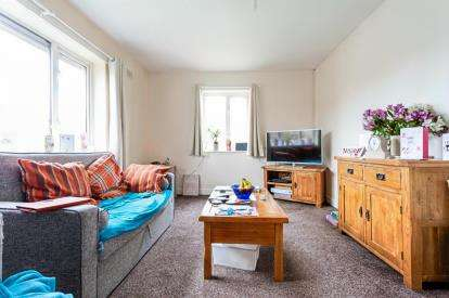 2 Bedrooms Flat for sale in Venables Avenue, Colne, Lancashire, ., BB8