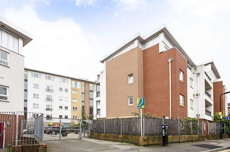 1 Bedroom Flat for sale in Cottrill Gardens, Hackney, E8