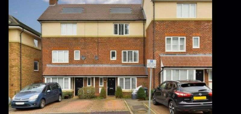 4 Bedrooms Property for rent in Dalmeny Way, EPSOM