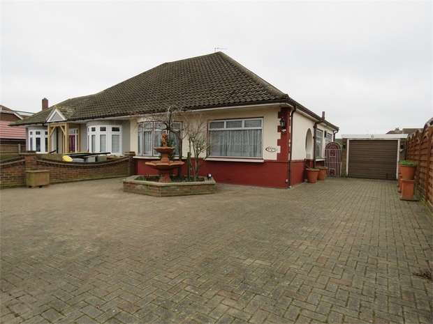 2 Bedrooms Semi Detached Bungalow for sale in Acacia Gardens, UPMINSTER, Essex