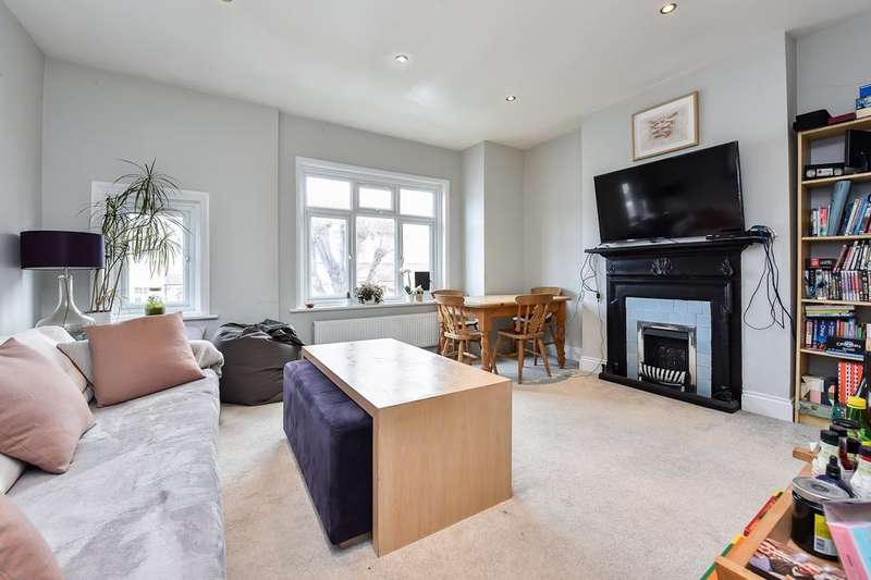 3 Bedrooms Flat for sale in Gassiot Road, London SW17