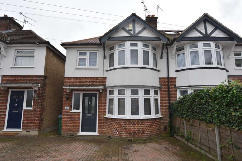 3 Bedrooms Semi Detached House for sale in East Drive, Garston Watford