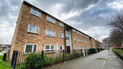 2 Bedrooms Flat for sale in Boundary Road, Barking