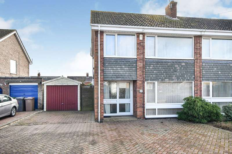3 Bedrooms Semi Detached House for sale in Matlock Drive, North Hykeham, Lincoln, Lincolnshire, LN6