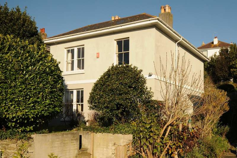 4 Bedrooms Detached House for sale in Penrose Villas, Plymouth PL4