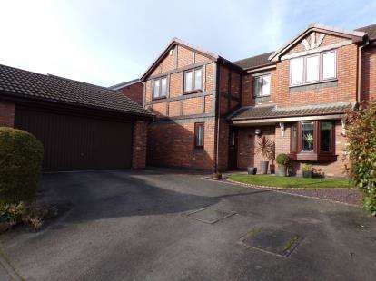 4 Bedrooms Detached House for sale in Cam Wood Fold, Clayton-Le-Woods, Chorley, Lancashire, PR6