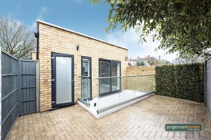2 Bedrooms House for sale in Steventon Road, Shepherds Bush, London, W12 0SL