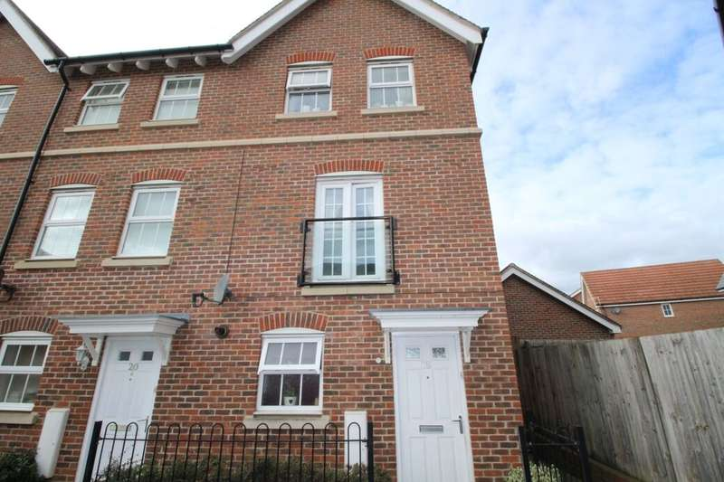3 Bedrooms Semi Detached House for sale in Plummer Crescent, Sittingbourne, ME10