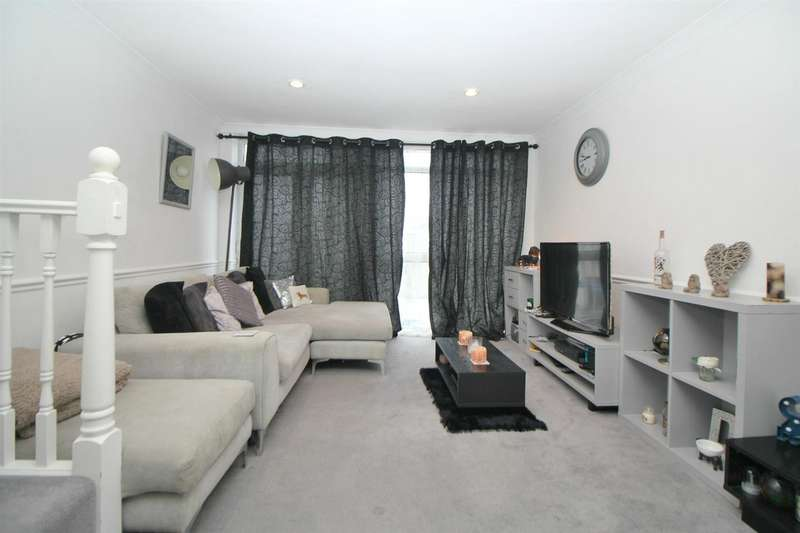 2 Bedrooms Maisonette Flat for sale in Turners Hill, Cheshunt, Waltham Cross