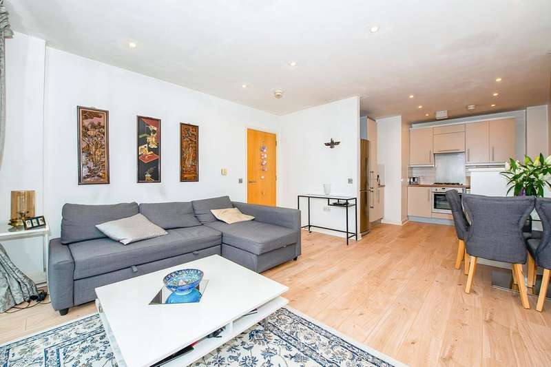 2 Bedrooms Flat for sale in Spencer Way, Spencer Way, London E1