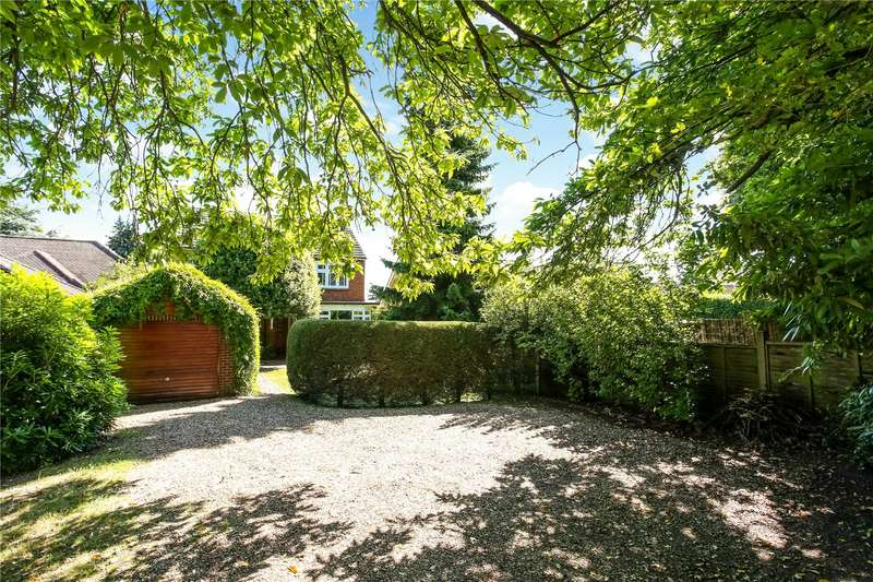 4 Bedrooms Detached House for sale in Reading Road South, Fleet, GU52
