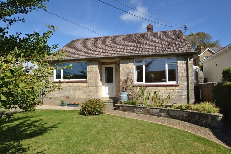 2 Bedrooms Detached Bungalow for sale in Avenue Road, Wroxall