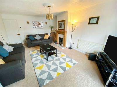 2 Bedrooms Semi Detached Bungalow for sale in Farmway, Leicester