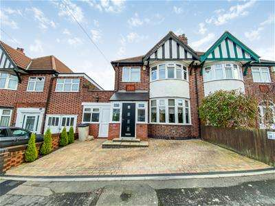 4 Bedrooms Semi Detached House for sale in Kingswood Avenue, Leicester