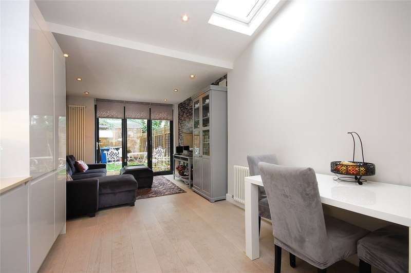 2 Bedrooms Flat for sale in Lichfield Road, London