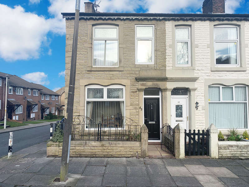 4 Bedrooms End Of Terrace House for sale in Clifton Street, Darwen