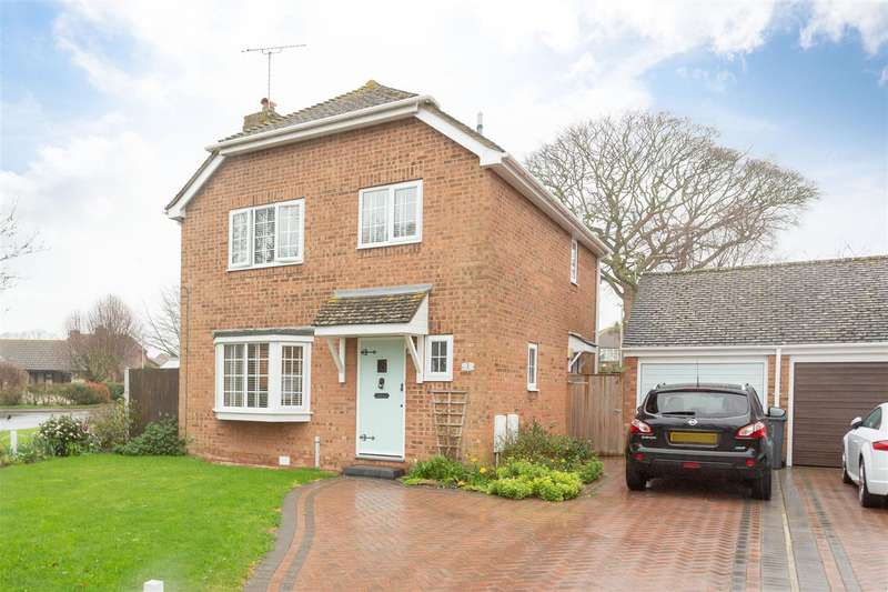 3 Bedrooms Detached House for sale in The Parkway, BIRCHINGTON