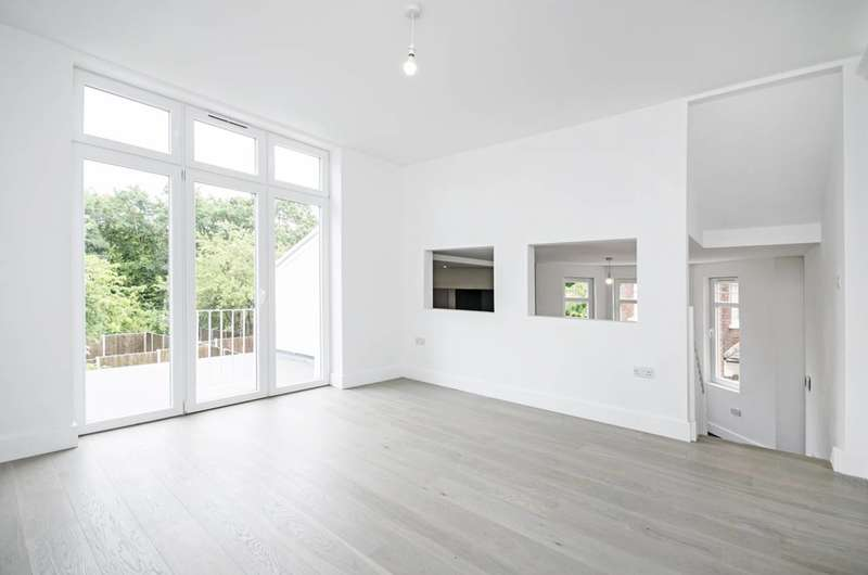 2 Bedrooms Flat for sale in Great North Road, Highgate, N6
