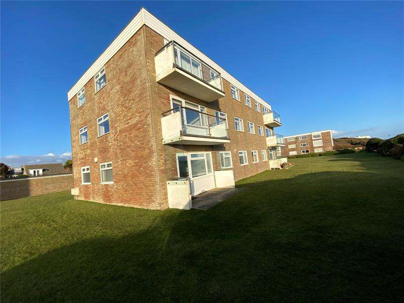 3 Bedrooms Apartment Flat for sale in Totland Court, Victoria Road, Lymington, Hampshire, SO41